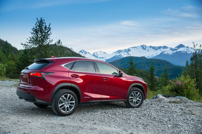 2015 Lexus NX 300h: 10 Professional Photos